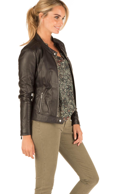 """De Angelina Leren Biker Jas Dames Zwart is een leder jas dames model uit de Urban Leather collectie bikerjacks dames. De """" Angelina Biker Black """" is een mooie hoge kwaliteit lederen jack voor iedere trueiuptaf.gqon: Moezelhavenweg 25, Amsterdam, AM, Noord Holland."""