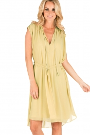 By Malene Birger | Los vallende jurk Bolisma | geel  | Afbeelding 2