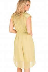 By Malene Birger | Los vallende jurk Bolisma | geel  | Afbeelding 5