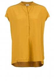 Dante 6 | Zijden top Leana | mosterd geel   | Afbeelding 1