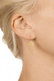 Betty Bogaers | 14k gouden oorbellen Romantic Flower | Goud  | Afbeelding 3