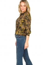 Kocca |  Blouse with snake print Koffil | green  | Picture 5