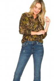 Kocca |  Blouse with snake print Koffil | green  | Picture 4