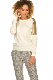 Patrizia Pepe |  Wool sweater with brooch Maglia | naturel  | Picture 2