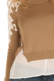 Patrizia Pepe | Fijngebreide trui Polly | camel  | Afbeelding 7