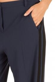 Patrizia Pepe | Flared pantalon Nina | donkerblauw  | Afbeelding 6