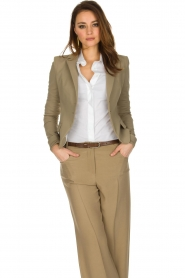 Patrizia Pepe | Klassieke blazer Floriana | donker beige  | Afbeelding 6