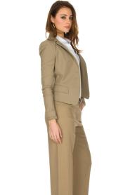 Patrizia Pepe | Klassieke blazer Floriana | donker beige  | Afbeelding 4