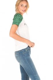 Zoe Karssen | Linnen T-shirt Flower Child | wit/groen  | Afbeelding 3