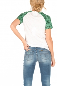 Zoe Karssen | Linnen T-shirt Flower Child | wit/groen  | Afbeelding 4