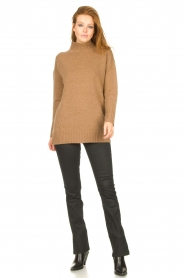 Knit-ted |  Oversized sweater Fleur | camel  | Picture 3