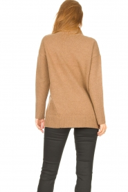 Knit-ted |  Oversized sweater Fleur | camel  | Picture 7
