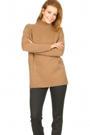 Knit-ted |  Oversized sweater Fleur | camel  | Picture 4