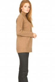 Knit-ted |  Oversized sweater Fleur | camel  | Picture 6