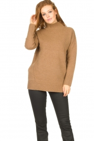 Knit-ted |  Oversized sweater Fleur | camel  | Picture 5
