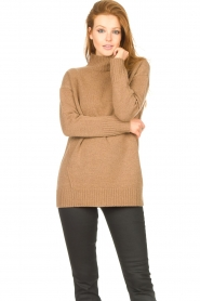 Knit-ted |  Oversized sweater Fleur | camel  | Picture 2