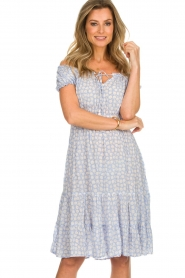BEACHGOLD |  Dress with floral print Harper | blue  | Picture 4