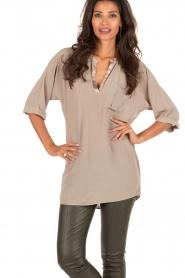 DAY Birger et Mikkelsen | Zijden blouse Fan | khaki  | Afbeelding 2
