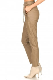 Knit-ted |  Faux leather pants Frida | cognac  | Picture 5