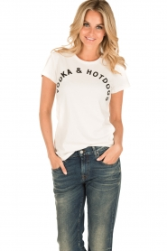 NIKKIE | T-shirt Vodka and Hotdogs | wit  | Afbeelding 2
