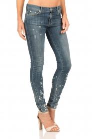 NIKKIE | Gebleekte skinny jeans Brooke lengtemaat 32 | blauw   | Afbeelding 4