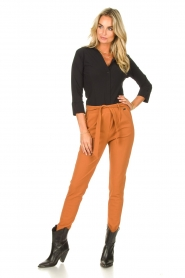 D-ETOILES CASIOPE |  Travelwear pants with tie belt Antigua | camel  | Picture 3