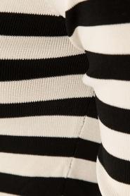 NIKKIE | Off-shoulder jurk Jolie | zwart/wit  | Afbeelding 6