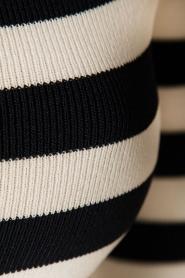 NIKKIE | Off-shoulder jurk Jolie | blauw/wit  | Afbeelding 6