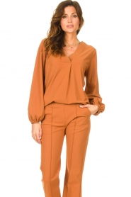 D-ETOILES CASIOPE |  Travelwear top with puff sleeve Arudy | camel  | Picture 2