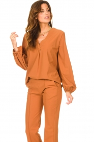 D-ETOILES CASIOPE |  Travelwear top with puff sleeve Arudy | camel  | Picture 5