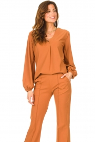 D-ETOILES CASIOPE |  Travelwear top with puff sleeve Arudy | camel  | Picture 4