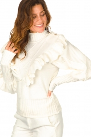 Silvian Heach    Knitted turtleneck sweater with ruffles Ribbar   natural    Picture 7