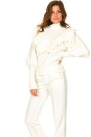 Silvian Heach    Knitted turtleneck sweater with ruffles Ribbar   natural    Picture 4