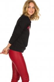 Zoe Karssen | Luxe trui Bat | rood  | Afbeelding 4