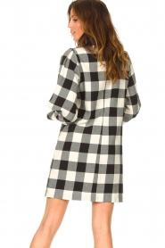 Silvian Heach | Geruite katoenen jurk met strikkraag Blimpit | zwart  | Afbeelding 6