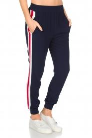 Zoe Karssen | Sportieve broek Tuxedo | donkerblauw  | Afbeelding 2