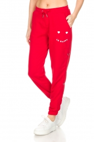 Zoe Karssen |  Sweatpants Le Happy | red  | Picture 4