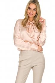 Dante 6 | Satijnen blouse met strik Bluebell | nude  | Afbeelding 2
