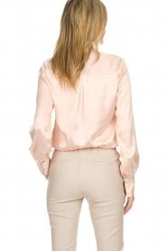 Dante 6 | Satijnen blouse met strik Bluebell | nude  | Afbeelding 6
