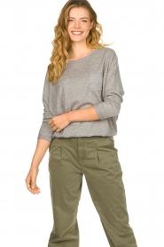Les Favorites | Sweater met overslag rug Viv | grijs  | Afbeelding 2