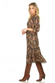 Les Favorites |  Paisly printed midi dress Ella | brown  | Picture 4