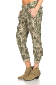 MASONS |  Printed cargo trousers Asia Snake | green  | Picture 4