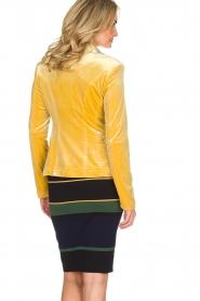 NIKKIE | Velvet blazer Lulana | geel  | Afbeelding 5