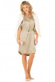 Style Butler | Zijden jurk Isobel | olijfgroen  | Afbeelding 3