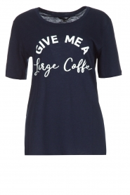 NIKKIE | T-shirt Large Coffee | donkerblauw