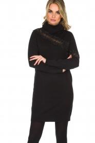 NIKKIE | Sweaterjurk Jacy Lace | Zwart  | Afbeelding 2