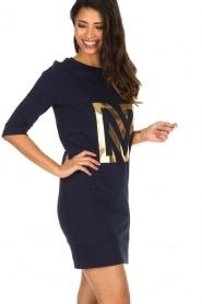 NIKKIE | N Sweet Dress in trui stijl | donkerblauw  | Afbeelding 4