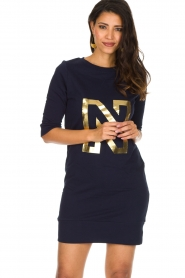 NIKKIE | N Sweet Dress in trui stijl | donkerblauw  | Afbeelding 2