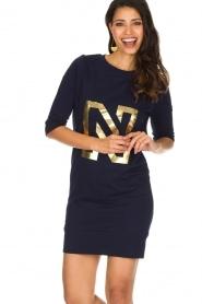 NIKKIE | N Sweet Dress in trui stijl | donkerblauw  | Afbeelding 6