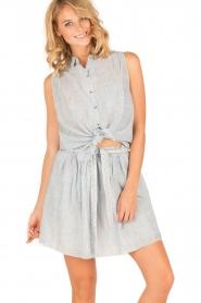 Leon & Harper | Mouwloze blouse Klint | blauw  | Afbeelding 4
